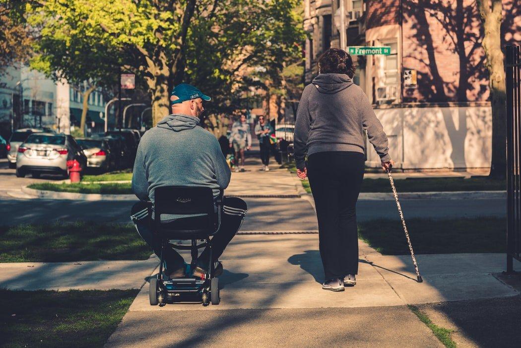 Grantly - Nakup invalidskih pripomočkov in naprav ter prilagoditev bivalnih prostorov za invalide